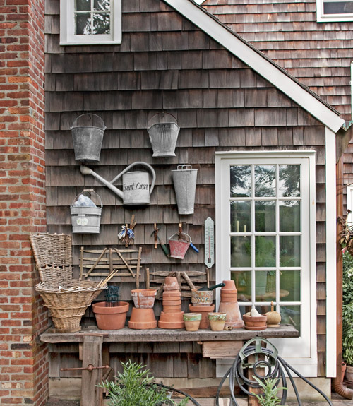 Gardening-pots-new-york-cottage-0612-xln
