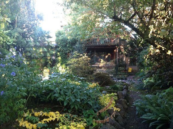 image from http://gardenrooms.typepad.com/.a/6a00e008cbe8b58834019b0042744d970d-pi