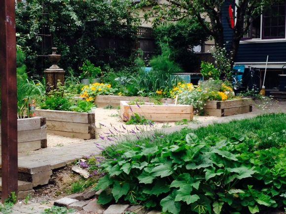 image from http://gardenrooms.typepad.com/.a/6a00e008cbe8b5883401a3fd2542e2970b-pi
