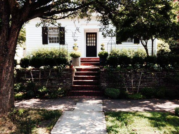 image from http://gardenrooms.typepad.com/.a/6a00e008cbe8b5883401a511f10662970c-pi