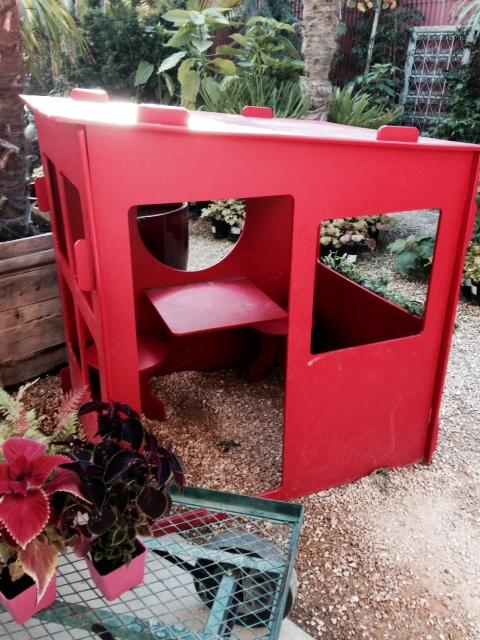 image from http://gardenrooms.typepad.com/.a/6a00e008cbe8b5883401a511fc4b6e970c-pi
