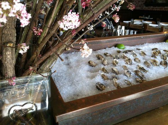 image from http://gardenrooms.typepad.com/.a/6a00e008cbe8b5883401a51157acbc970c-pi