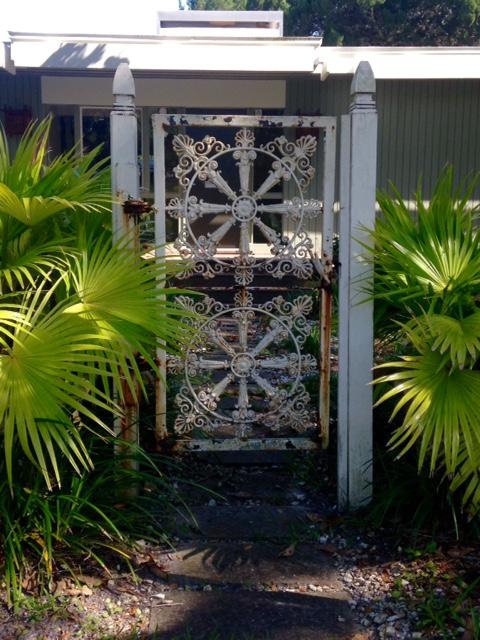 image from http://gardenrooms.typepad.com/.a/6a00e008cbe8b5883401b8d10d953a970c-pi