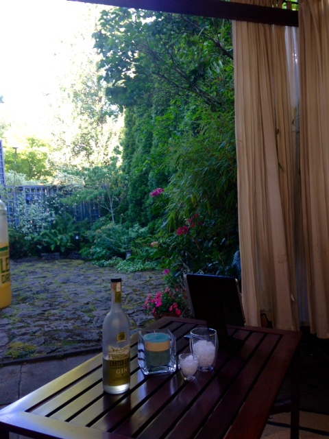 image from http://gardenrooms.typepad.com/.a/6a00e008cbe8b5883401b7c7a542eb970b-pi