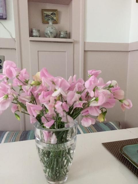 image from http://gardenrooms.typepad.com/.a/6a00e008cbe8b5883401b8d1e49d48970c-pi