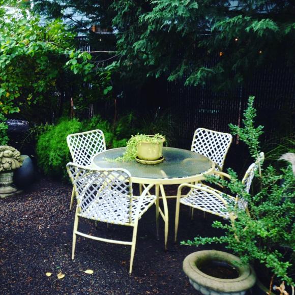 image from http://gardenrooms.typepad.com/.a/6a00e008cbe8b5883401b8d1ff845d970c-pi