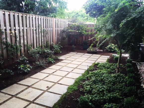 image from http://gardenrooms.typepad.com/.a/6a00e008cbe8b5883401bb092525ba970d-pi
