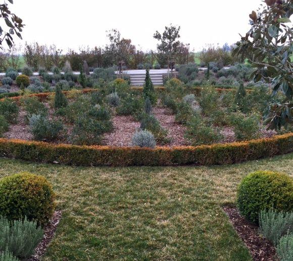 image from http://gardenrooms.typepad.com/.a/6a00e008cbe8b5883401b7c812eebe970b-pi
