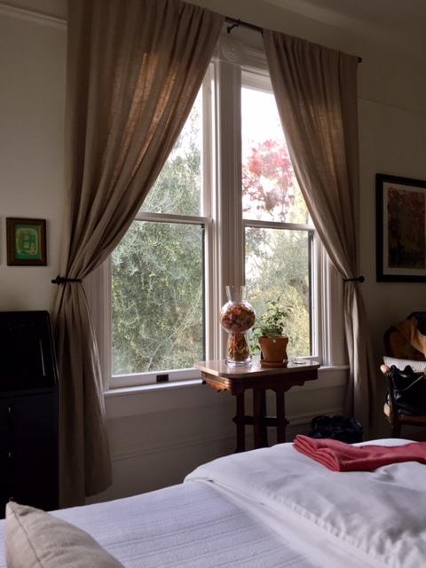 image from http://gardenrooms.typepad.com/.a/6a00e008cbe8b5883401b7c8b525f1970b-pi