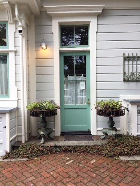 image from http://gardenrooms.typepad.com/.a/6a00e008cbe8b5883401b8d2ccc881970c-pi