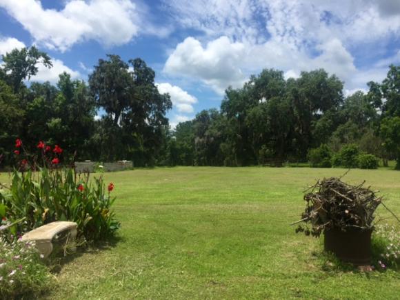 image from http://gardenrooms.typepad.com/.a/6a00e008cbe8b58834022ad39d67e9200b-pi